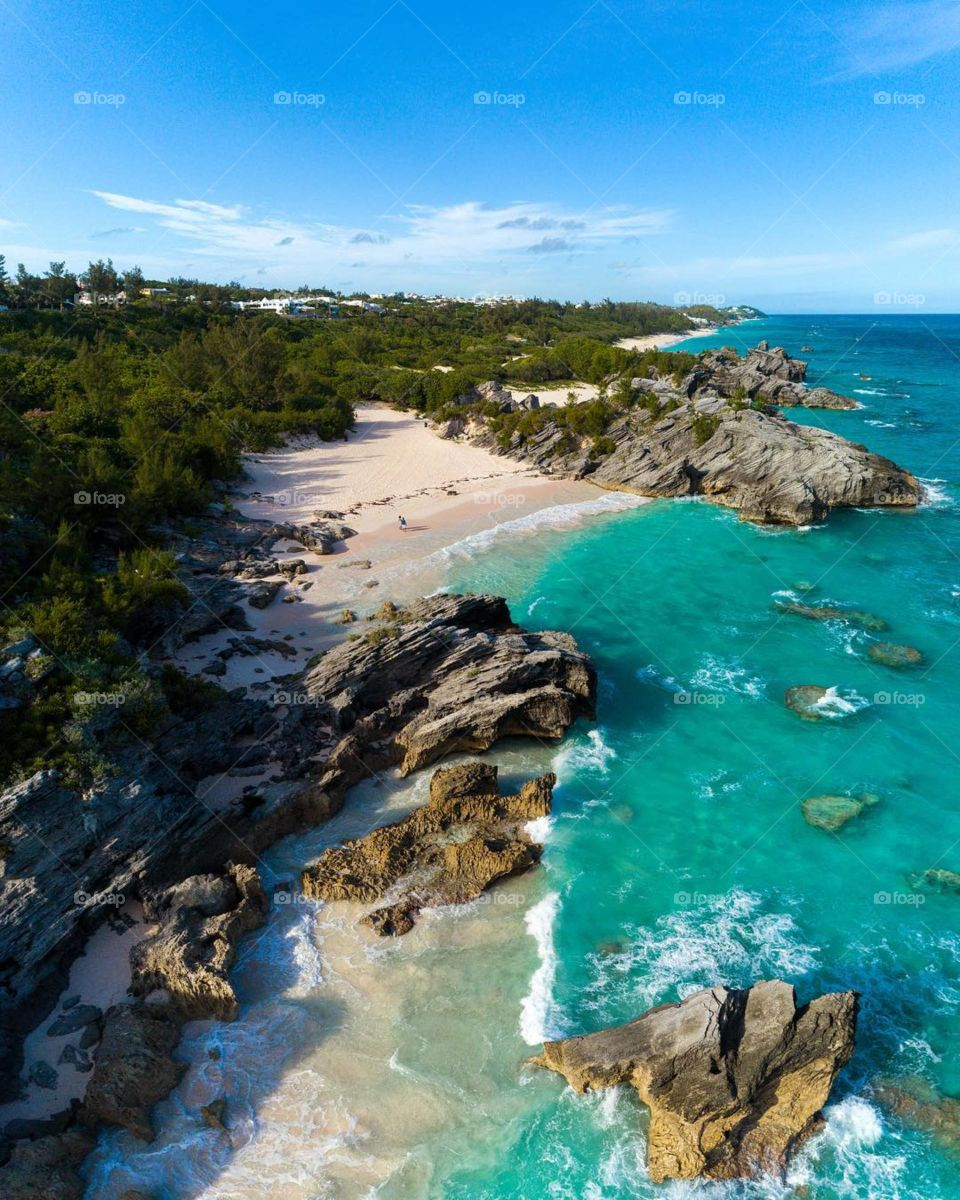 An alluring little island surrounded by mystery and brimming with natural beauty, Bermuda exudes a one-of-a-kind mystique, a diverse array of cultural influences..
