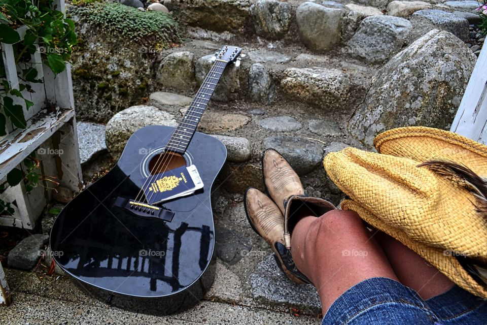 Travelling companion. Country girl at heart, my guitar travels with me