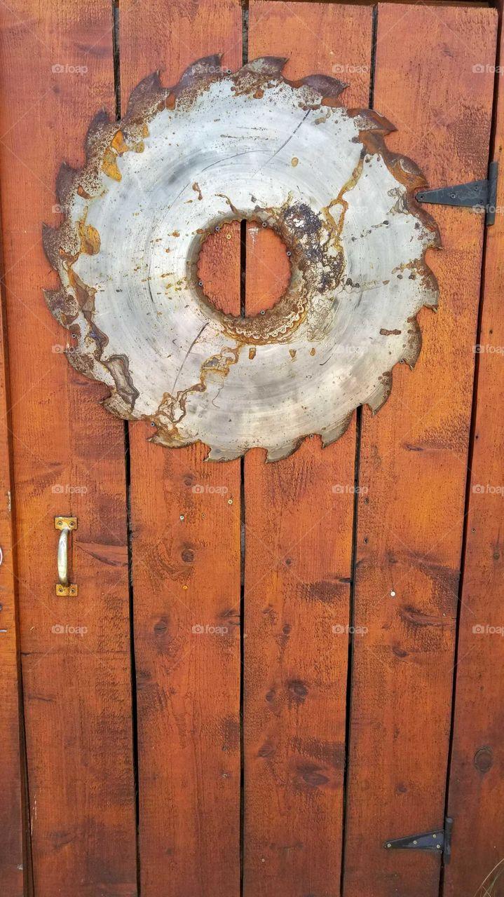 saw door
