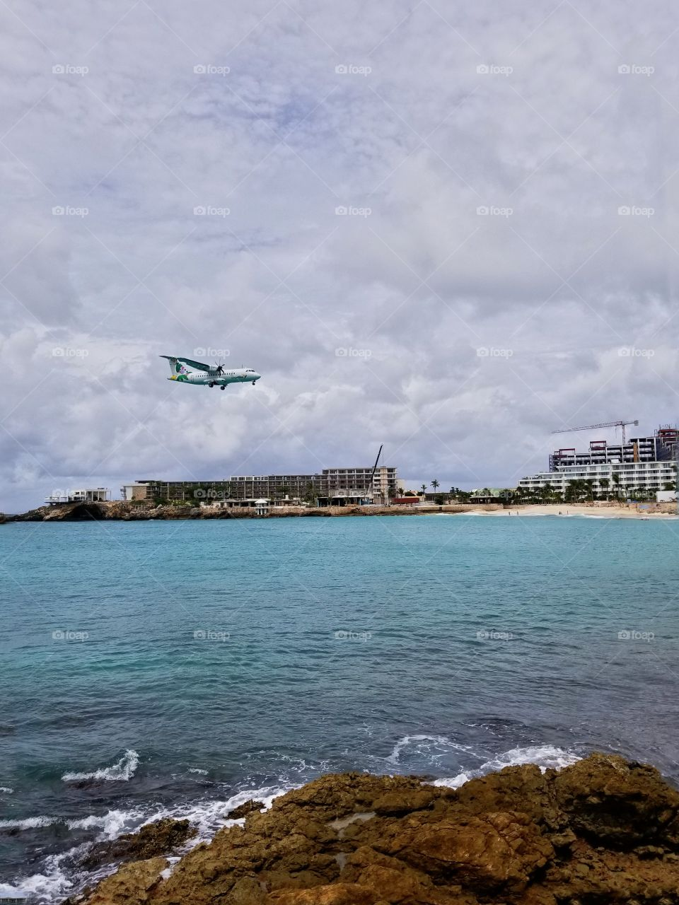 Airantilles coming in for a landing at Maho beach St Maarten