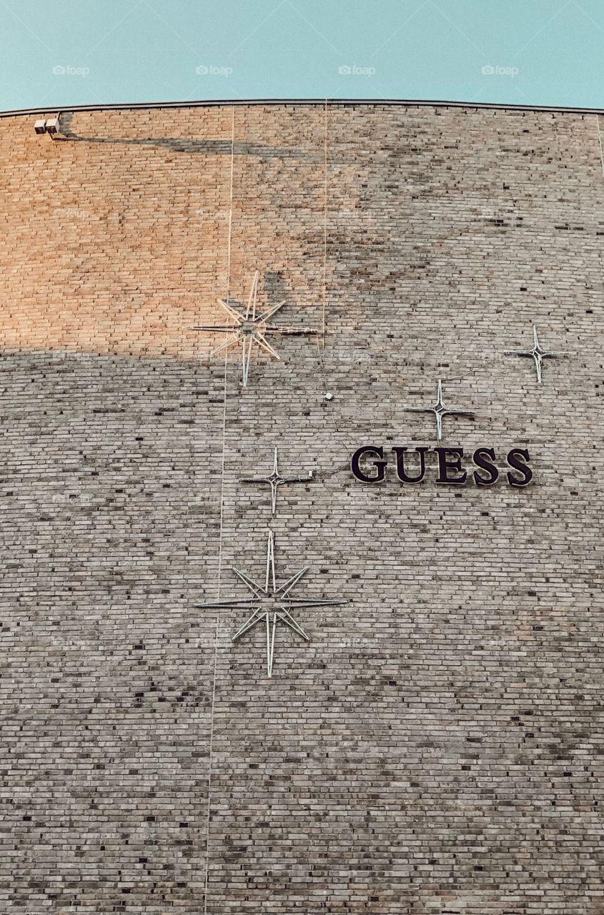 Guess - Wand - einkaufen - Shopping - Sterne - Muster - Schwarz - Schriftart - Design - Wall - old 🖤