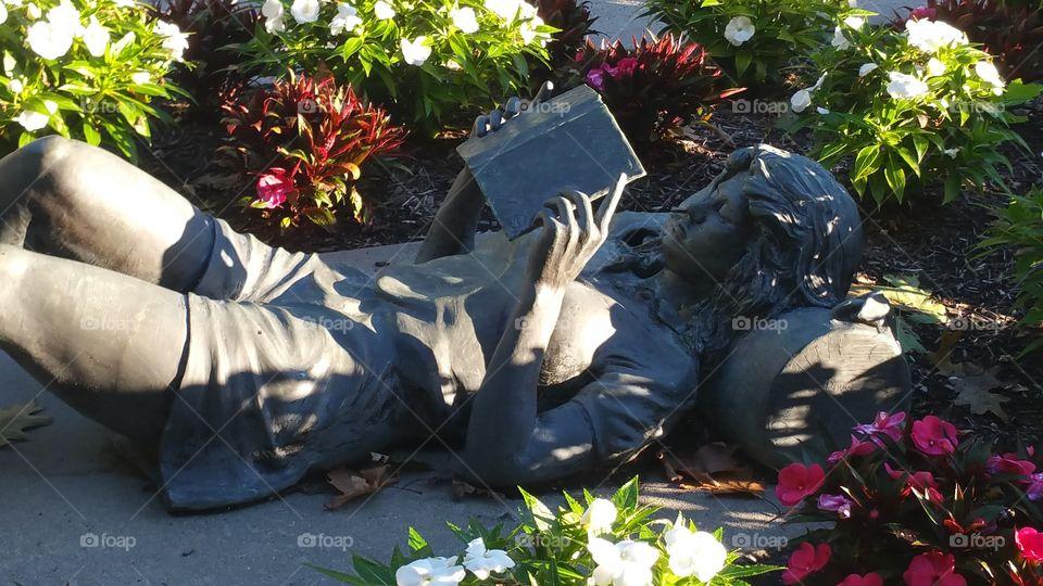 garden sculpture - girl reading