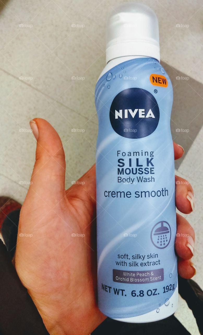 NIVEA Foaming Silk Mousse Body Wash
