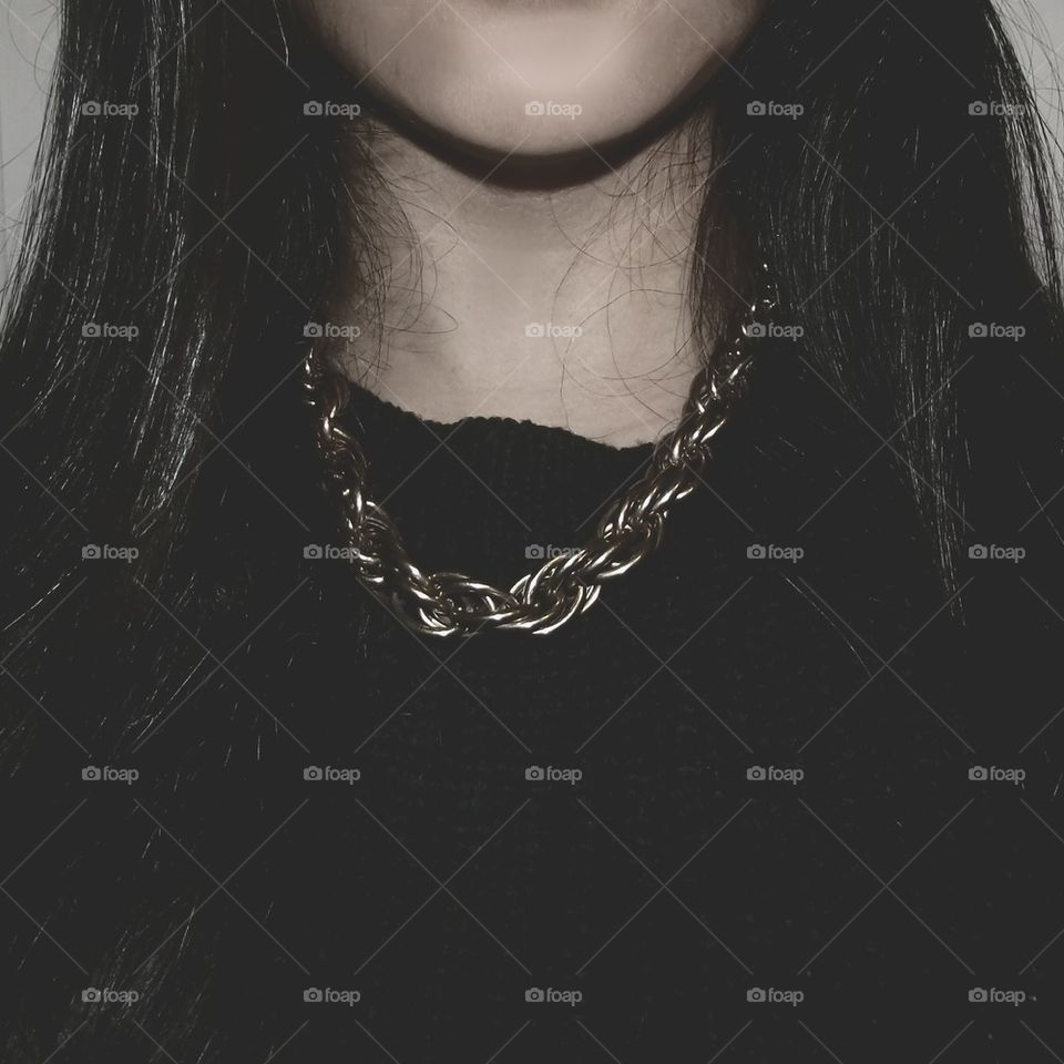 girl photography black jumper gold chain by karishmadayalji