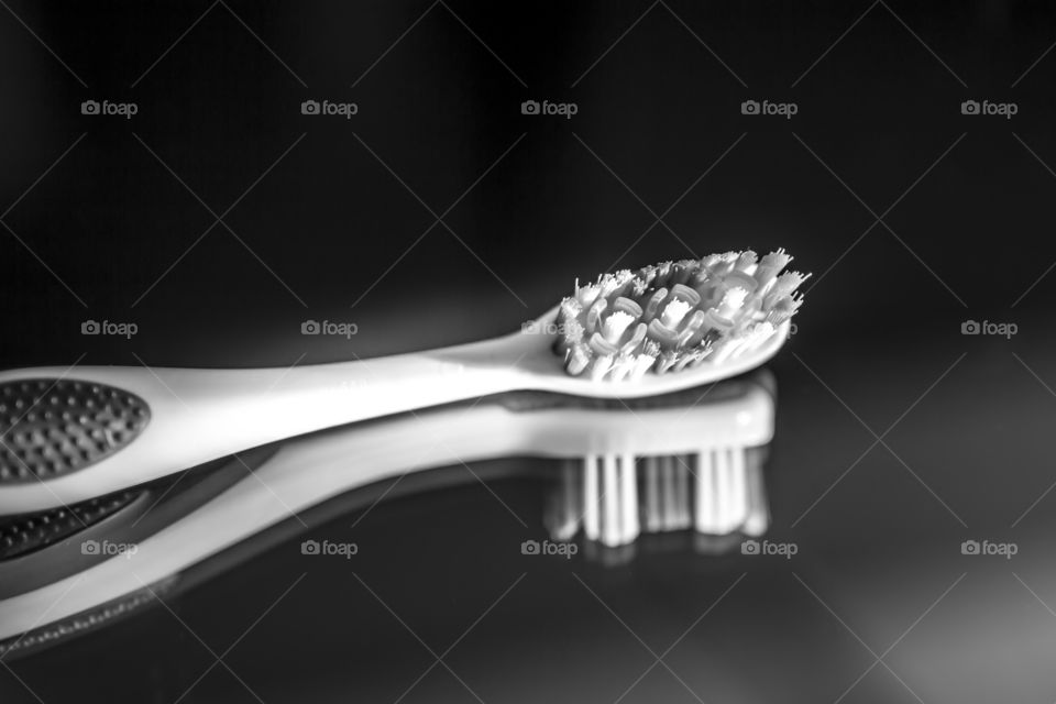 Toothbrush in black and white