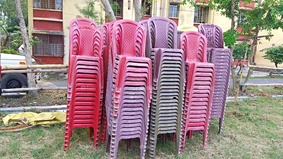 ChairEnglish word, Bangla Kedara.A type of furniture used for sitting.Various designs and size chairs can be seen according to the convenience of using and sitting facilities.Chairs are of different types.For example, tool, sofa, bench, stool et