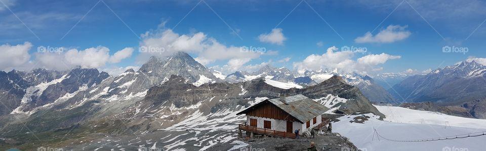 Panoramic view of the Matterhorn and mountain peaks from the Italian side, Plateau Rosa, Italy, Switzerland - panoramautsikt över Matterhorn, alper och berg i Italien och Schweiz från den italienska sidan  , Monte Cervino