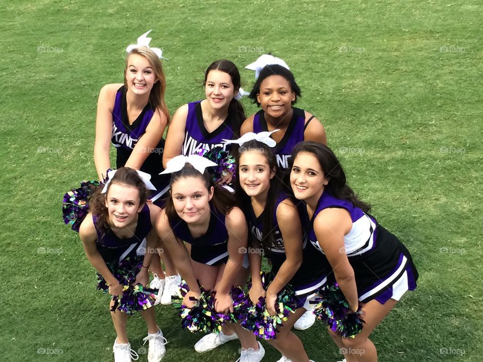 Vines High School cheerleaders