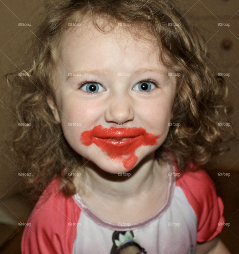 Baby puts on lipstick when mom not watching