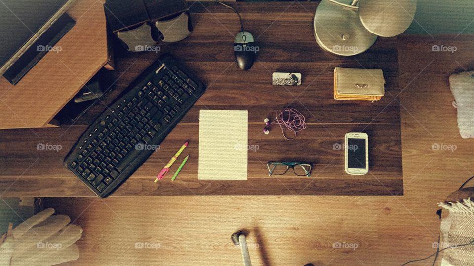 Dark desk set