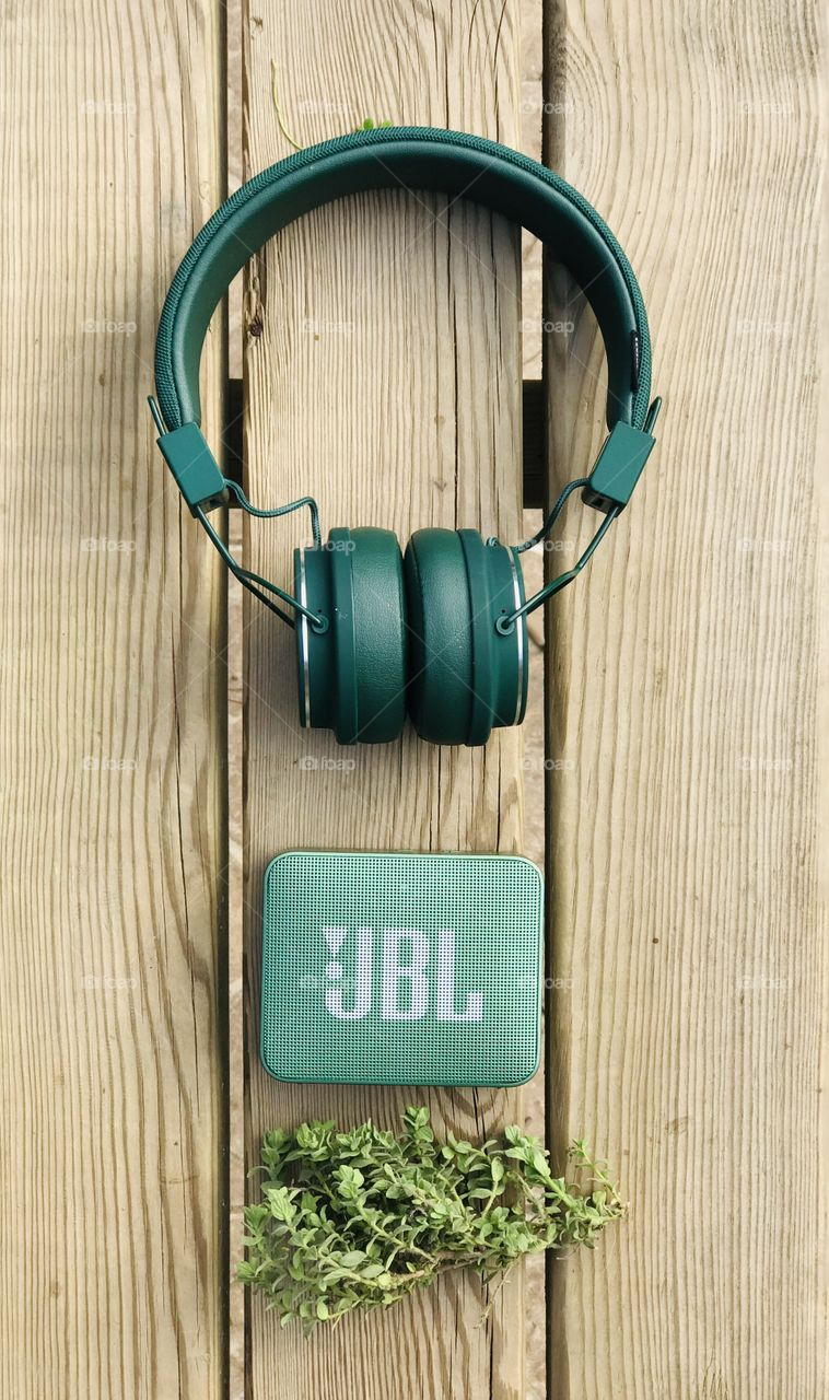 listening music with jbl