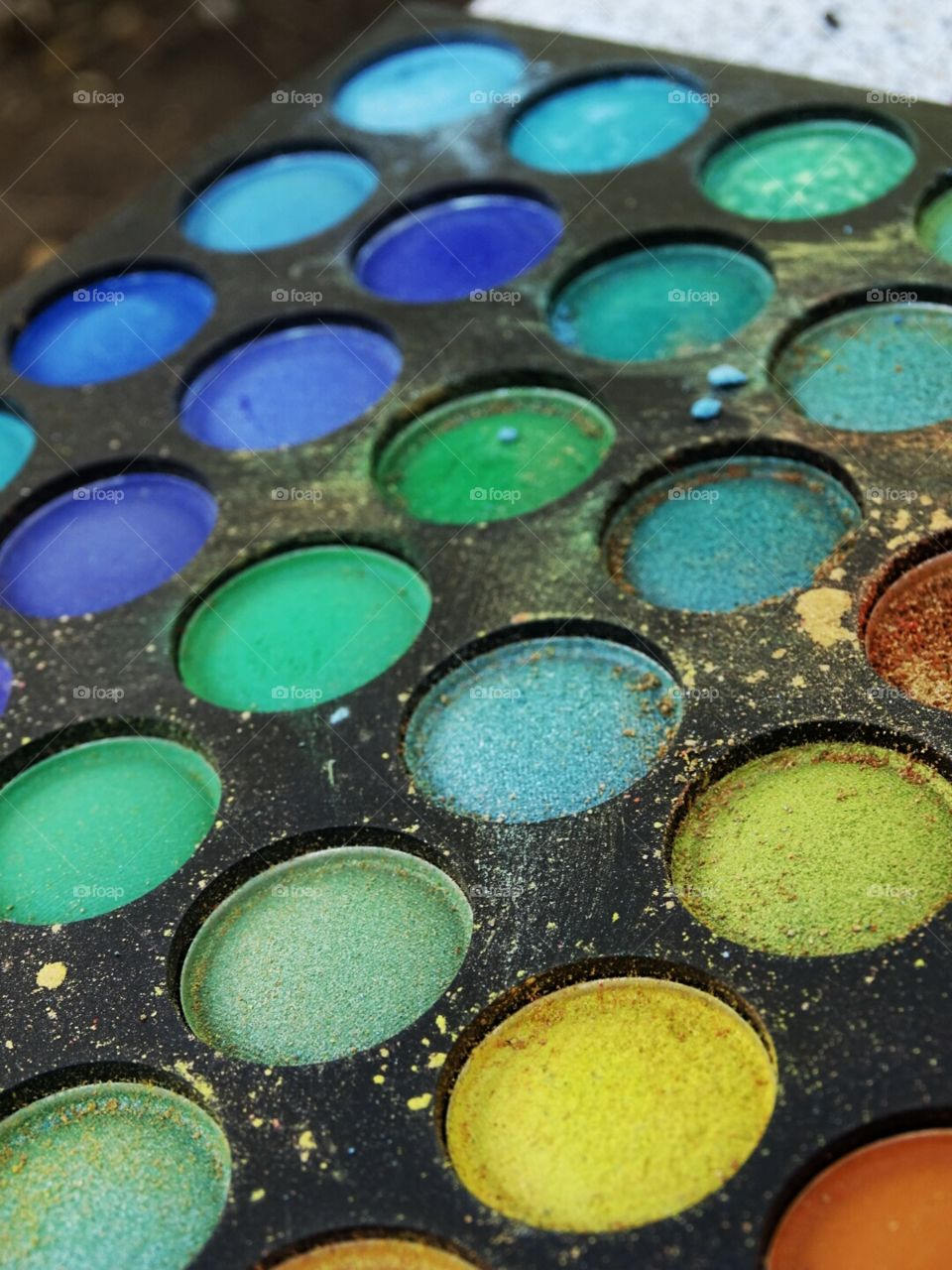 Multicolored eye makeup palette