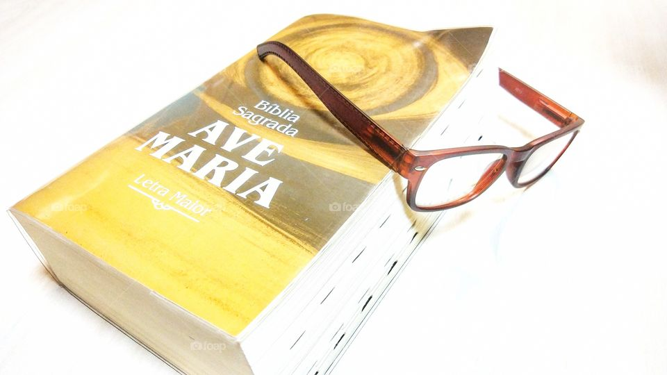 bíblia bible óculos glasses