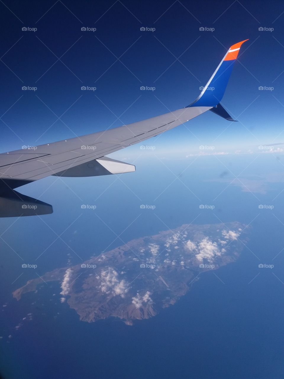 Airplane wing and island