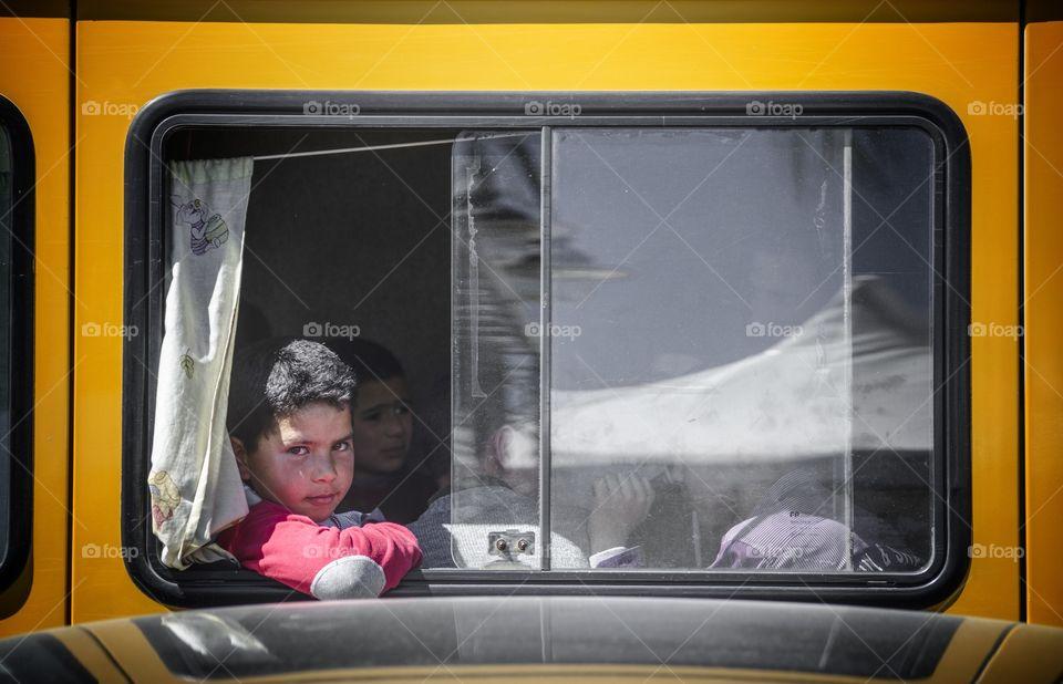 De part une fenêtre.. Un regard d'enfance..