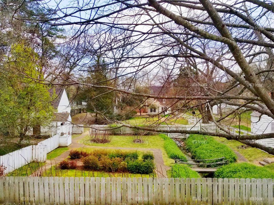 Colonial Neighborhood