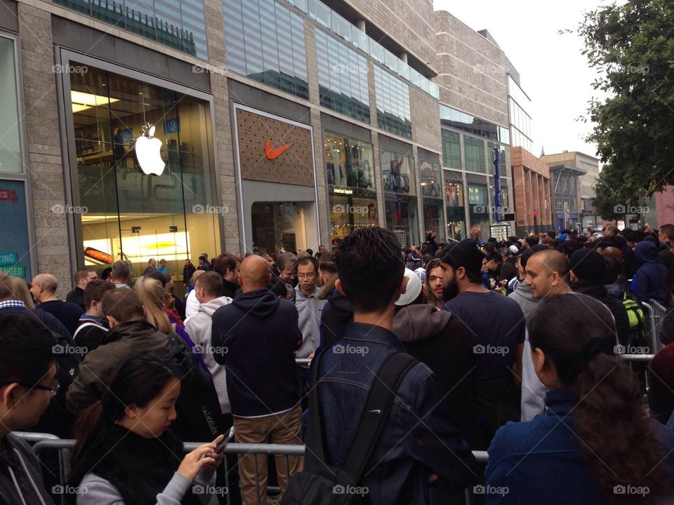 8:00 outside the apple store in Liverpool, UK on 19 September