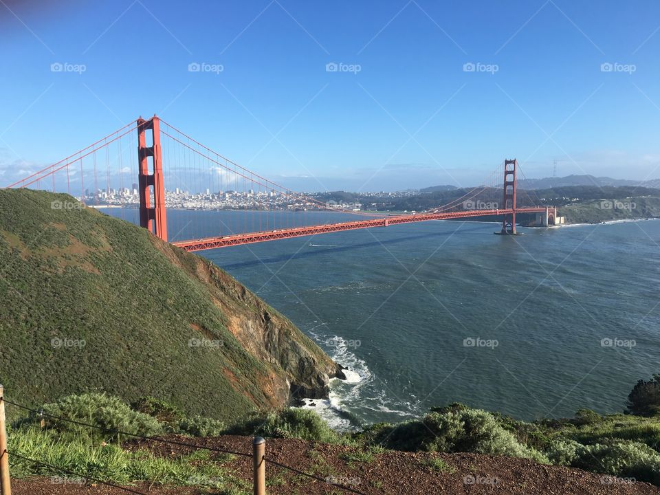 Golden Gate Bridge on a clear sunny day